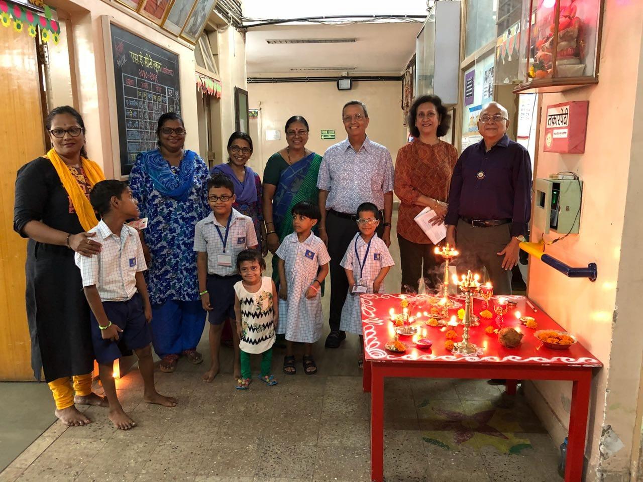 IPP Ramnath, Meenakshi Kumar, PE Ravi Budhiraja with staff & students at SEC Agripada