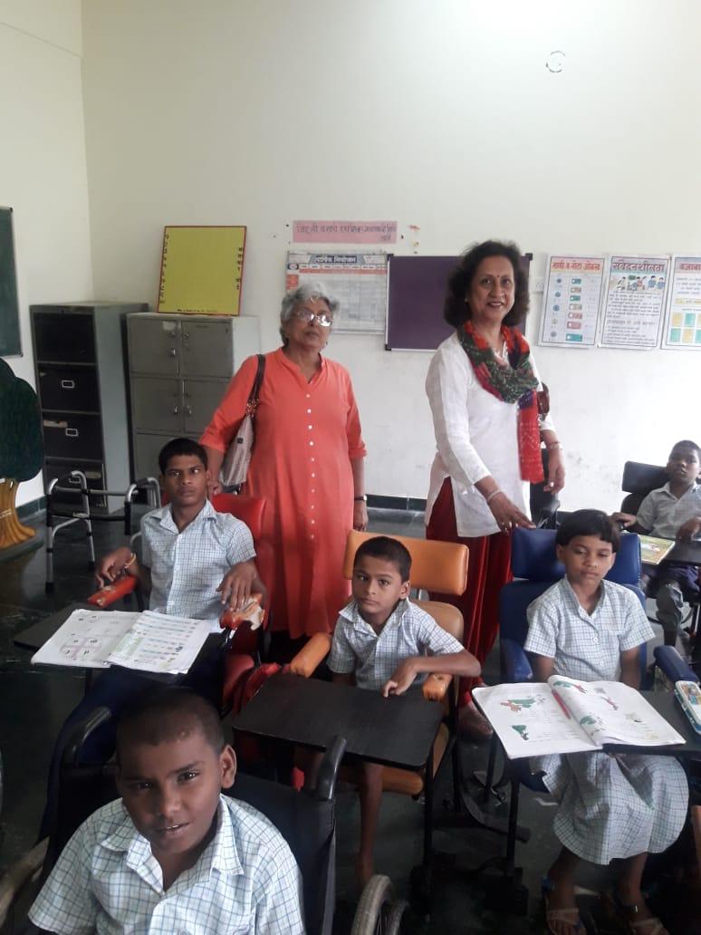 Meenakshi Kumar and Neelam Bhandari during a class at SEC Agripada