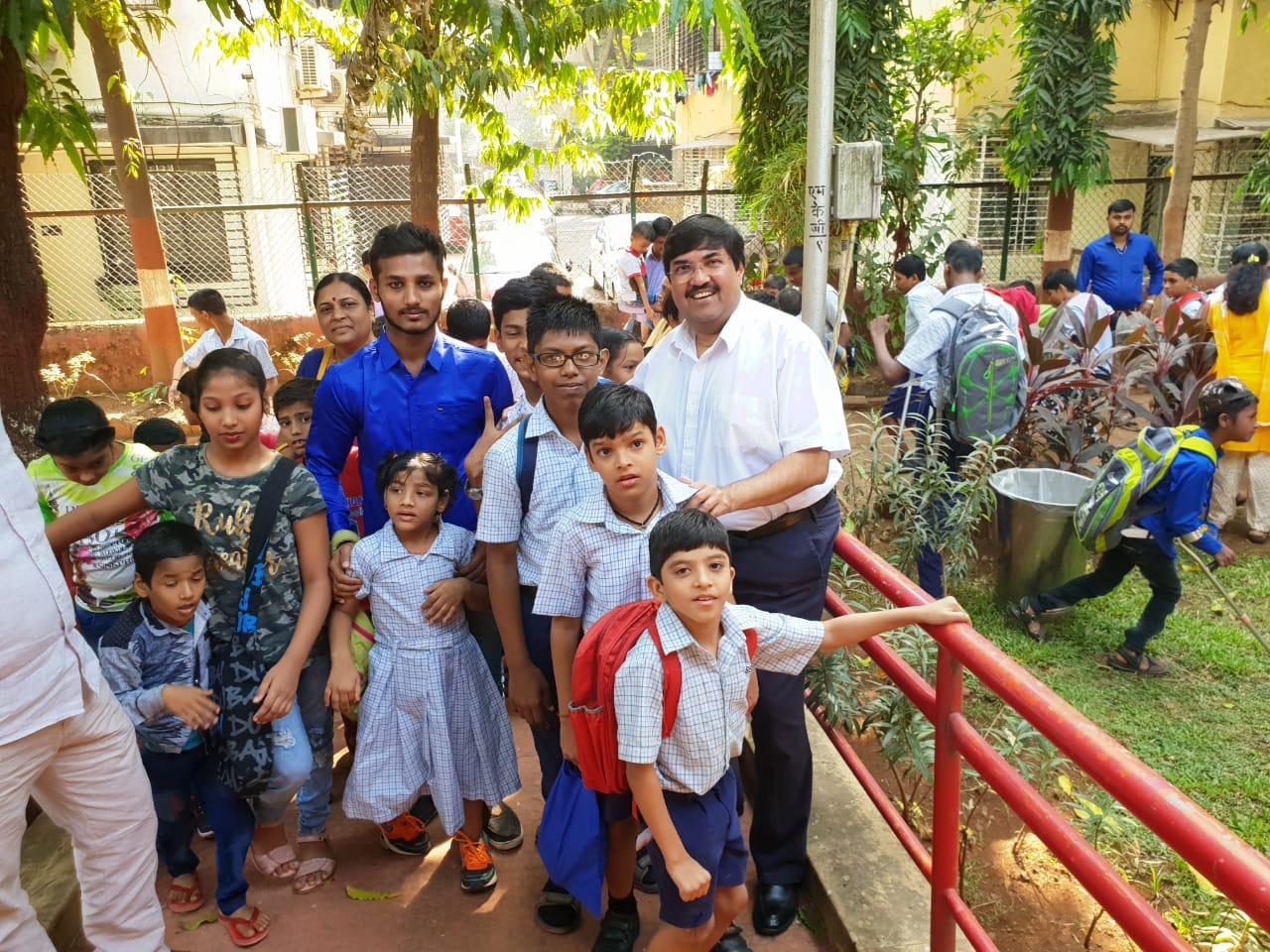 Nov 2018 Annual School Picnic – Mr Saurabh Sonawalla with the students